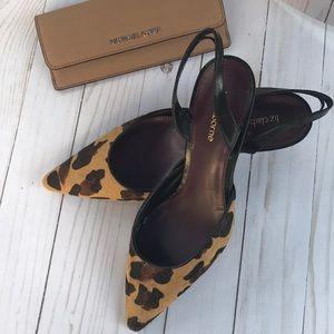 Leopard 🐆 print shoes.